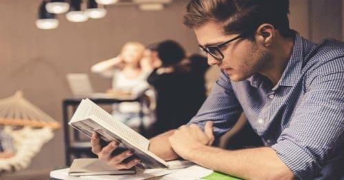یادگیری زبان در منزل با خواندن کتاب