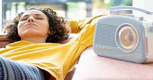 گوش دادن به رادیو برای آمادگی در آزمون آیلتس